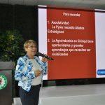 La señora Martha Campaña de De La Torre durante la conferencia
